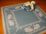 Схема для вышивки крестом салфетки «Зимние лебеди»